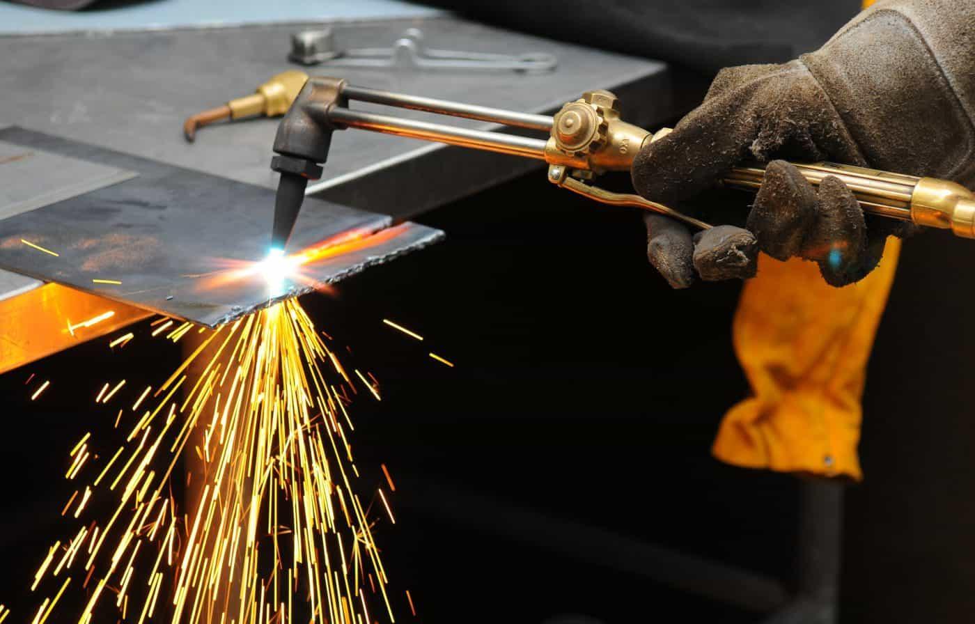 metal cutting torch burning